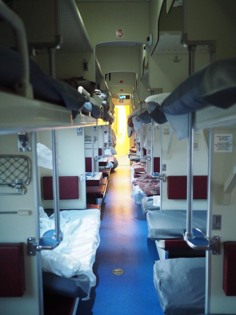 2等車より快適だった!シベリア鉄道3等車内の様子を動画で徹底解説 ...